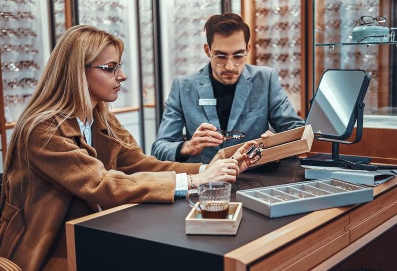 occhiali multifocali scelta in negozio