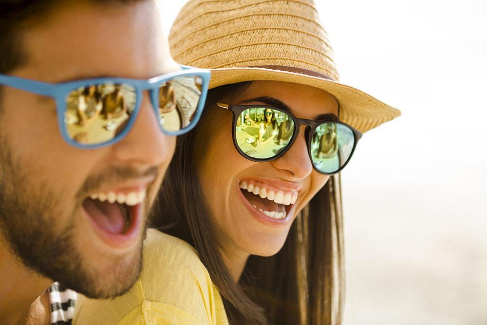 Montature per occhiali: colori e forme più in voga