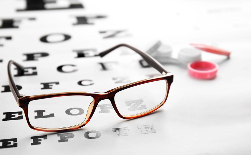 Occhiali progressivi o lenti a contatto per la presbiopia?
