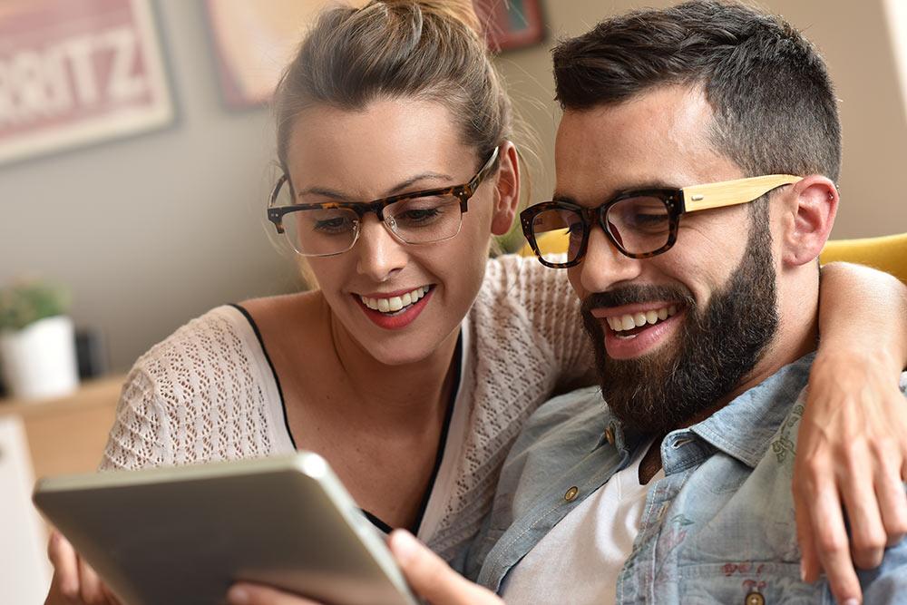 Tendenze montature occhiali: come influenzano lo stile