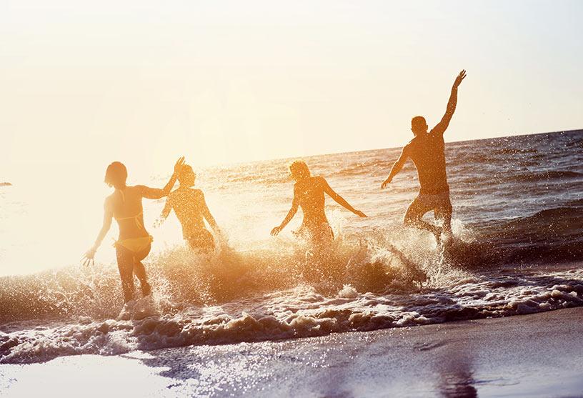 Lenti a contatto in piscina e al mare, come utilizzarle?