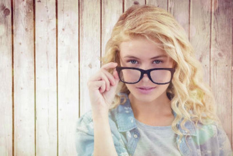 Vista sfocata ad ogni distanza: ecco come vede un astigmatico